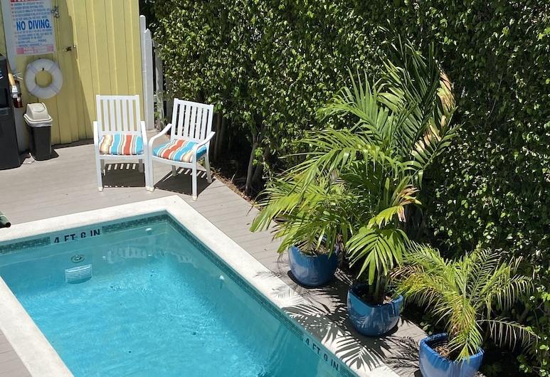 Duval Gardens, Key West, Piscina