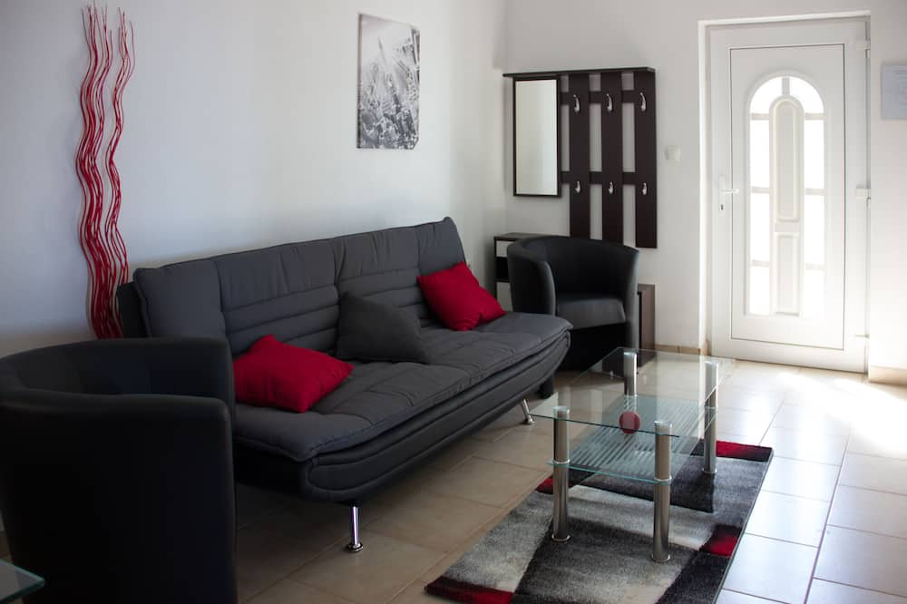 Apartment, 2 Bedrooms, Sea View (4) - Living Room