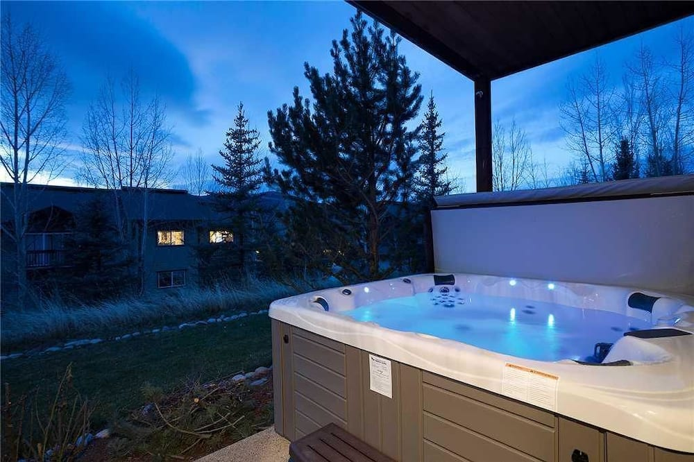 House, Multiple Beds (Snowflake Meadows (Home)) - Outdoor Spa Tub