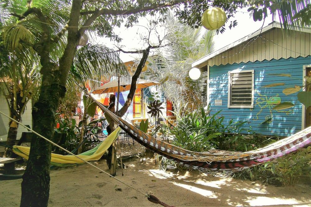 Habitación cuádruple Confort, varias camas, baño privado, vistas al jardín (Solar Hot Water) - Vistas al patio