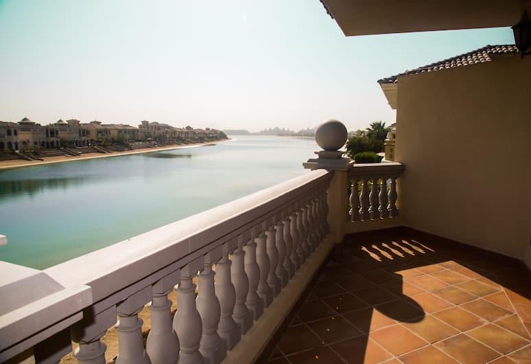 The Best Private Beach Villa in Dubai, Dubajus, Prabangaus stiliaus vila, 4 miegamieji, vaizdas į paplūdimį, Balkonas