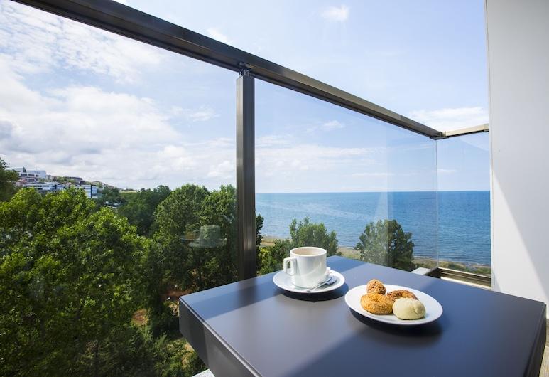 Royal Axis Suites Hotel Trabzon, טראבזון, חדר דה-לוקס, מיטה זוגית וספה נפתחת, מרפסת