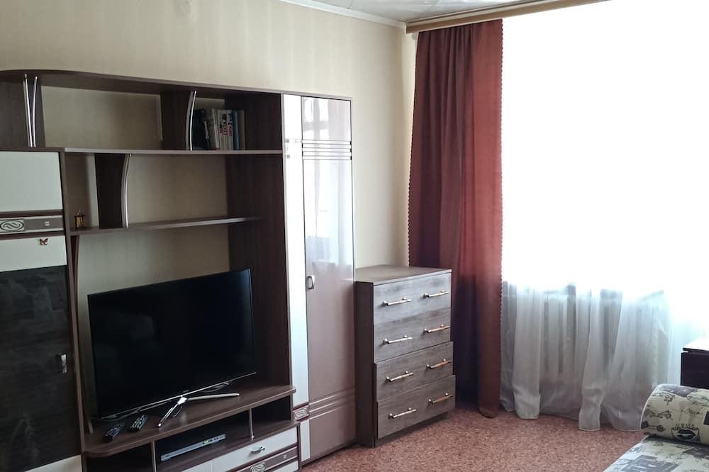 Căn hộ tiện nghi đơn giản, 2 phòng ngủ (60 let Oktyabrya st. 5) - Phòng khách