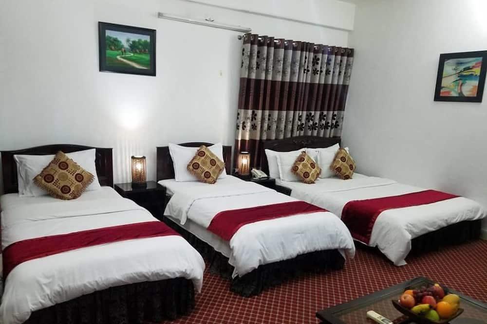 Deluxe Triple Room, 1 Bedroom, Smoking, Balcony - Balkoni