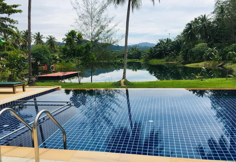 蔻立金椰子度假村, 塔庫巴, 泳池