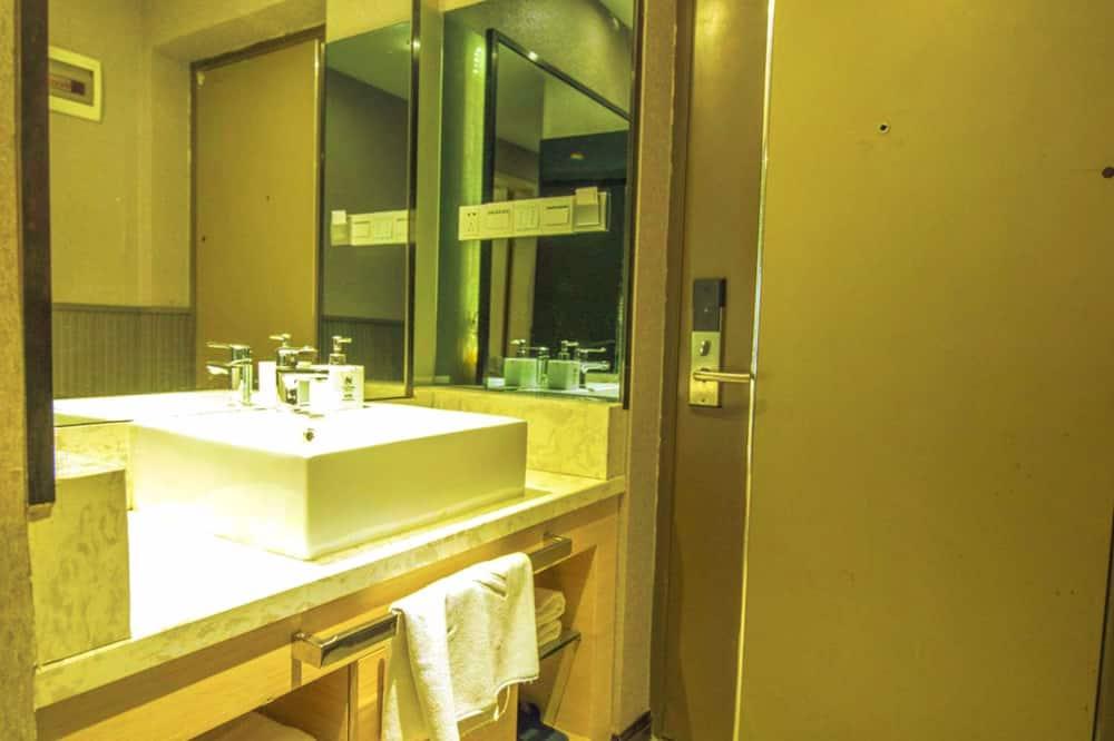 Phòng Suite tiện nghi đơn giản - Phòng tắm