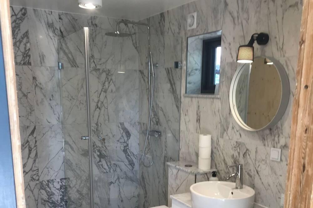 Cabin - Bathroom