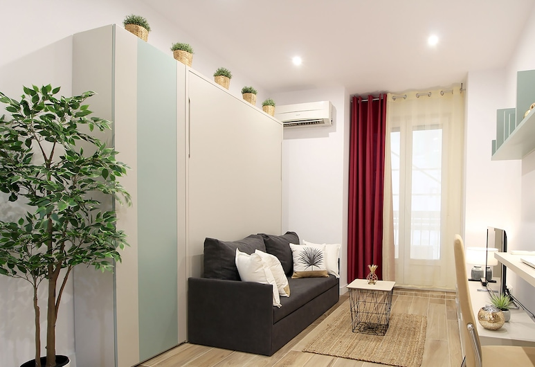Charming Puerta del Sol, Madrid, Superior Apartment, 1 Double Bed, Kitchen, Living Area