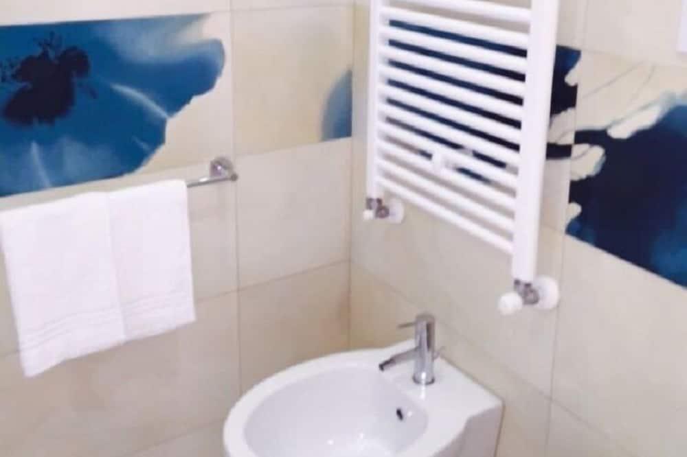 Habitación triple, cocina básica - Cuarto de baño