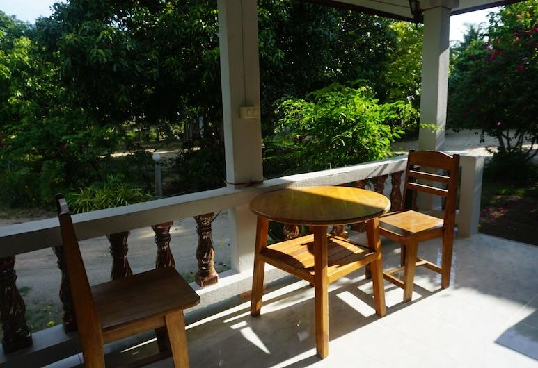 Pongphan Resort, Ko Pha-ngan, Bungalow with Air-Conditioner, Terasa / vidinis kiemas