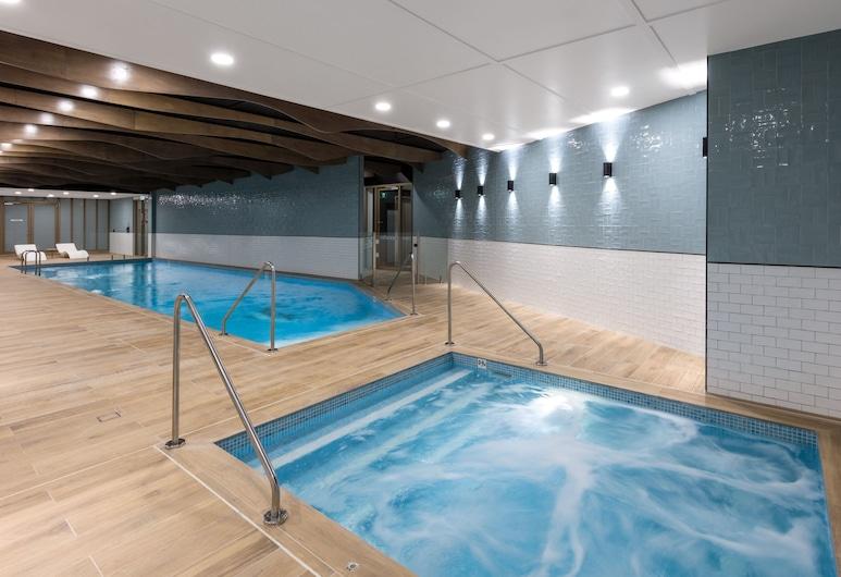 Meriton Suites Sussex Street, Sydney, Bain à remous intérieur