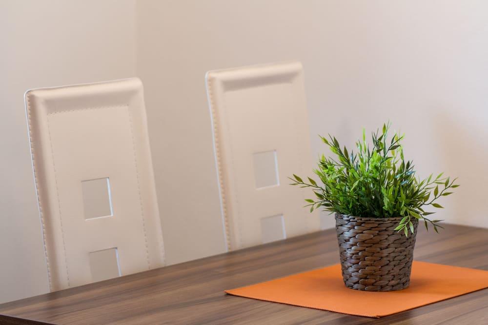 Comfort Duplex, Slope side - In-Room Dining