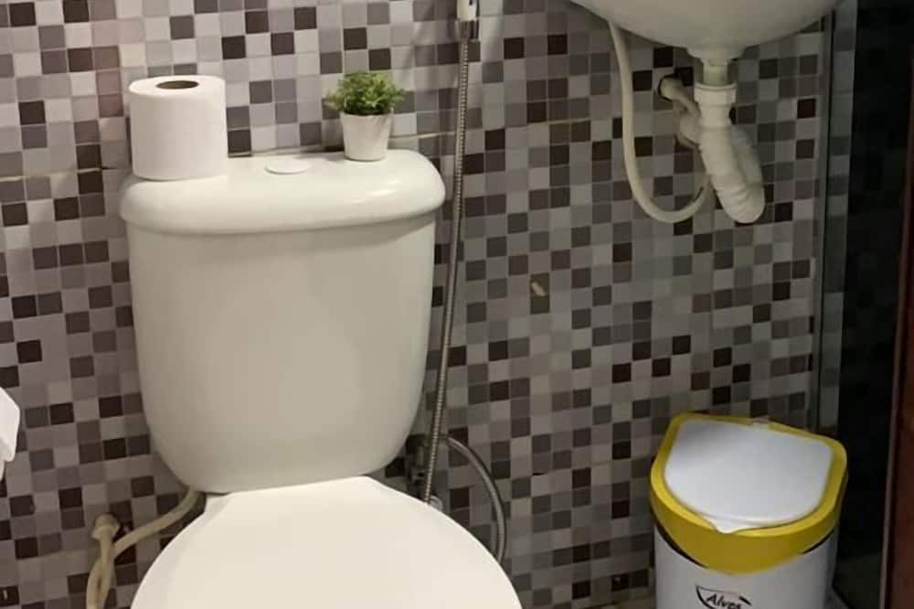 Standard Τρίκλινο Δωμάτιο, Ισόγειο - Μπάνιο