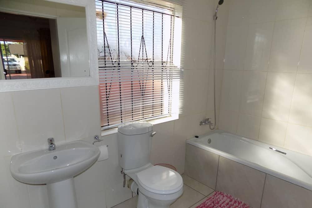 Standard Double Room, 1 Bedroom, Refrigerator, Garden View - Deep Soaking Bathtub