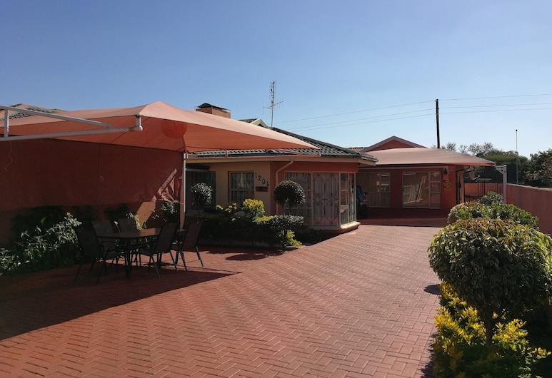 Joezebel Guest House, Moses Kotane