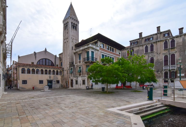 Ca' Margiò, Venetsia, Ulkopuoli