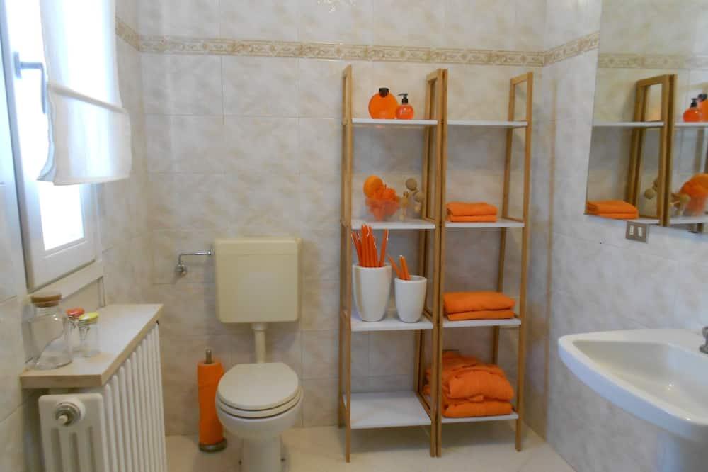 غرفة اقتصادية مزدوجة - بحمام داخل الغرفة - منظر للحديقة - حمّام