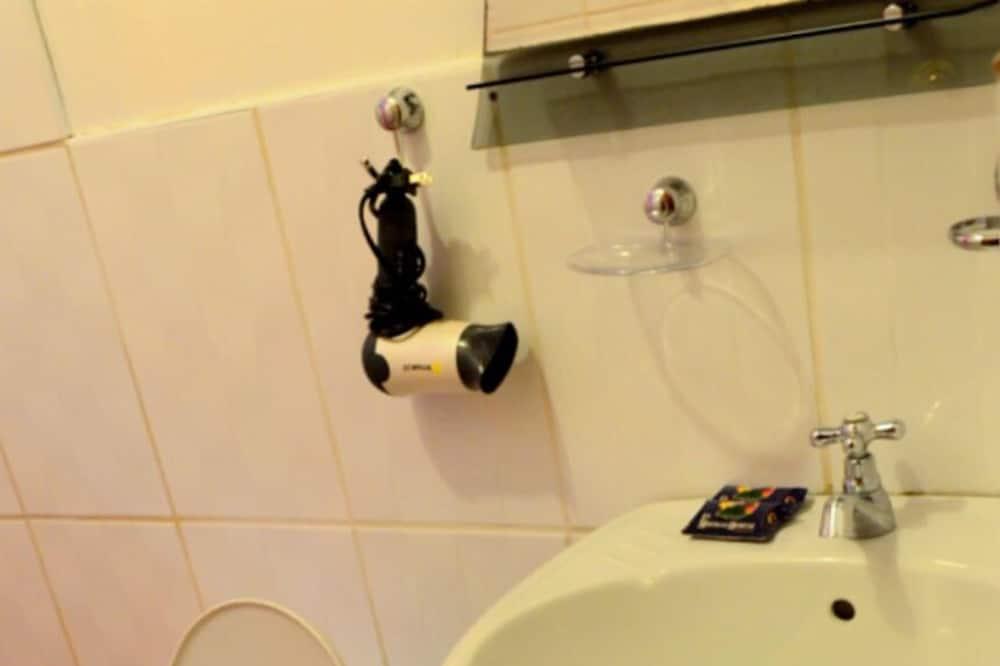 ツインルーム シングルベッド 2 台 専用バスルーム リバービュー - バスルーム