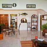 Family House, 3 Bedrooms, Kitchen, Courtyard View - Bilik Rehat