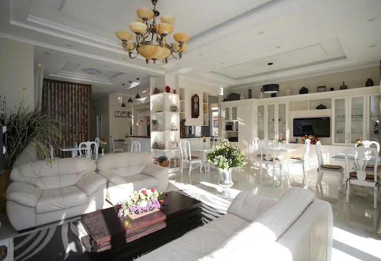 Biệt thự Bạch Dương, Đà Lạt, Khu phòng khách tại tiền sảnh