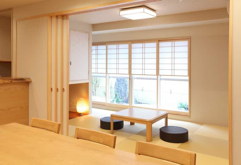 Condominium KEYAKI-AN Tokyo Nihonbashi, Токио, Квартира «Комфорт», 3 спальни, кухня, вид на сад, Зона гостиной