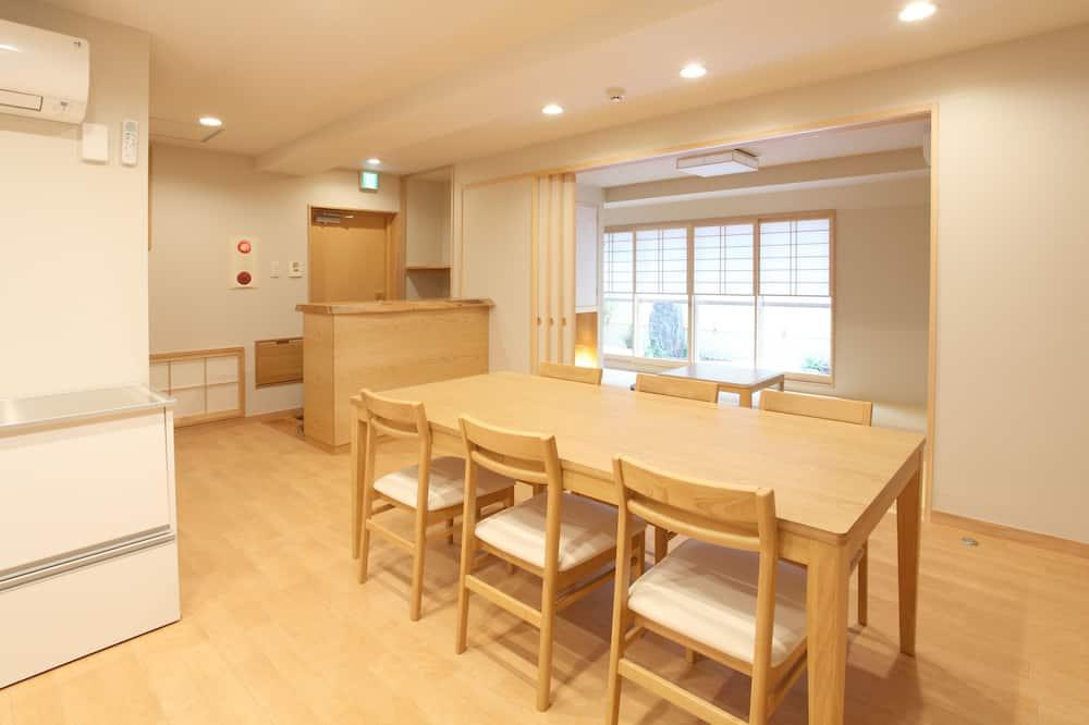 Comfort appartement, 3 slaapkamers, keuken, uitzicht op tuin - Eetruimte in kamer