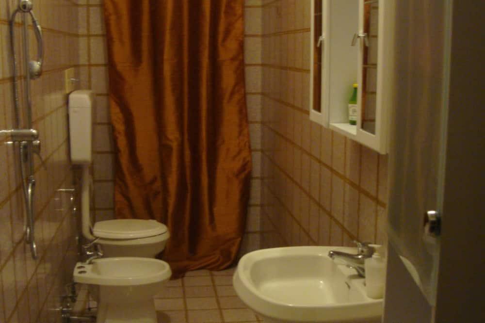 Standartinio tipo kambarys, atskiras vonios kambarys, vaizdas į parką - Vonios kambarys