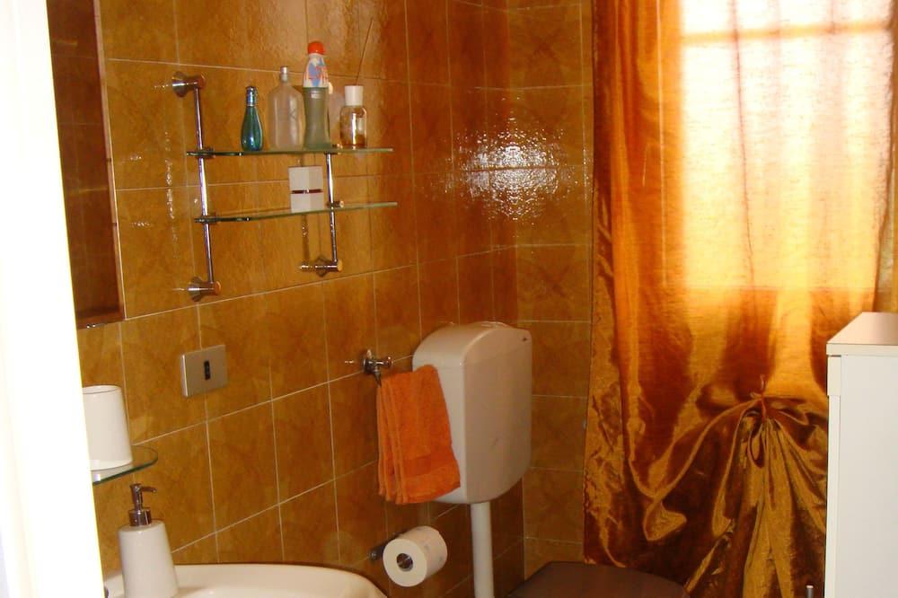 Kambarys su patogumais, bendras vonios kambarys - Vonios kambarys