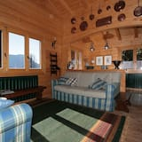 Deluxe House, 4 Bedrooms, Lake View - Living Room