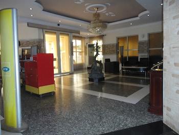 תמונה של SDM Tavern and Suites באיבאדן