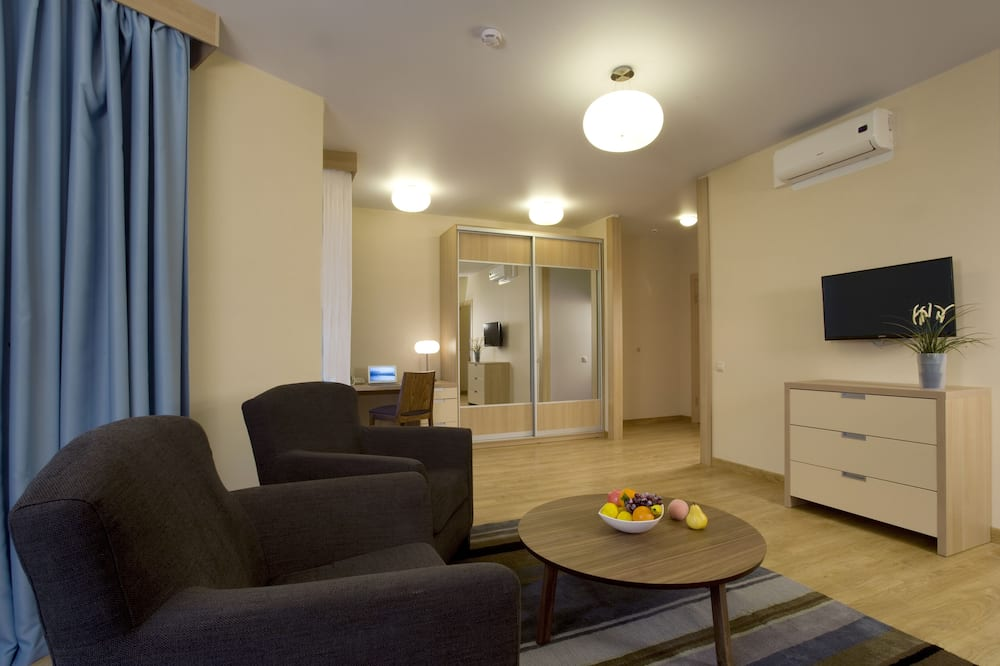 Suite, 1 Bedroom - Living Room