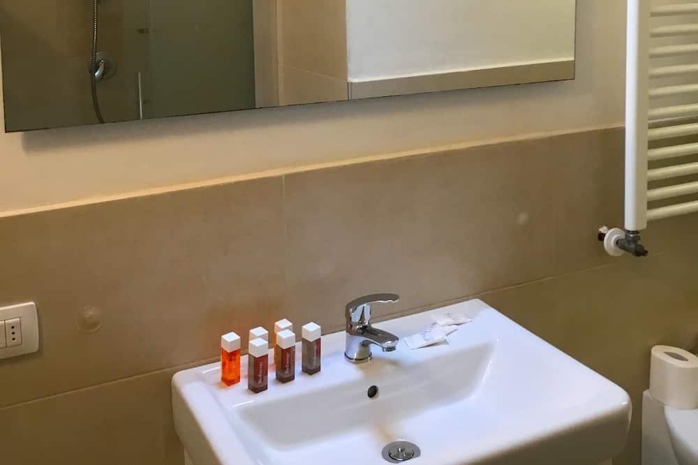 Basic Apartment, 3 Bedrooms - Bathroom