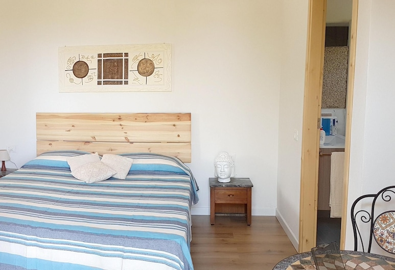 Studio in Cugnana, With Furnished Terrace and Wifi - 5 km From the Beach, Olbia, Studio, Room