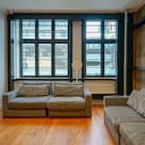 1 Bed in 6 Bed Mixed Dorm Room - Living Area