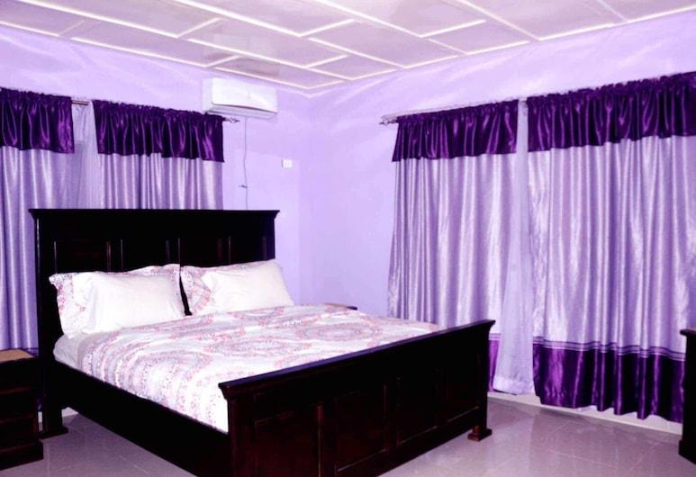 蒙哥馬利兄弟資產飯店, 肯尼亞亞衣
