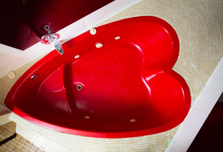 10 Best Rooms With A Heart Shaped Jacuzzi In Niagara Falls In 2021 Maniaravings Com