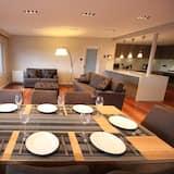 Apartamentai su patogumais, 3 miegamieji, vaizdas į upę - Vakarienės kambaryje