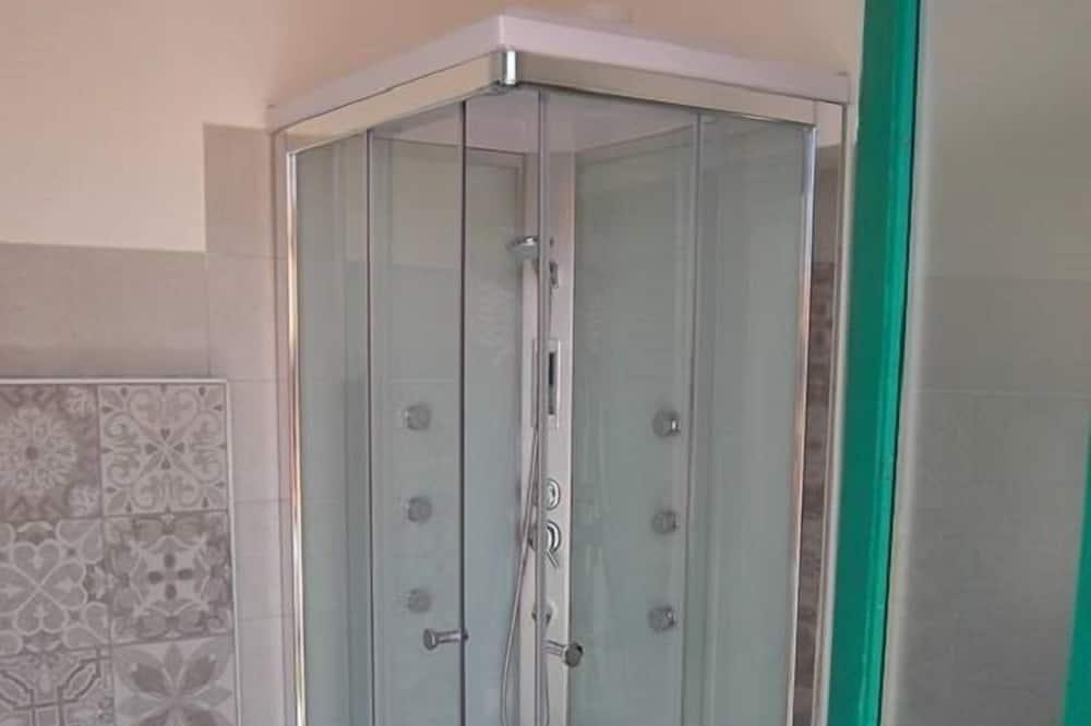 Třílůžkový pokoj, balkon - Koupelna