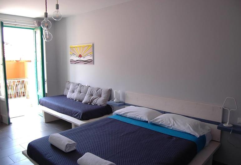 B&B Casa Valentone - Marina di Camerota, קמרוטה, חדר לשלושה, מרפסת, חדר אורחים