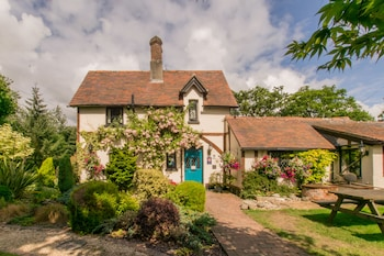 Picture of Dale Farm House in Southampton