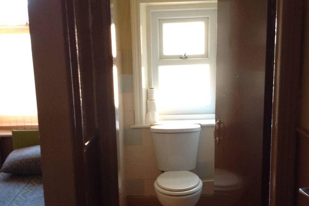 Phòng 2 giường đơn Economy - Phòng tắm