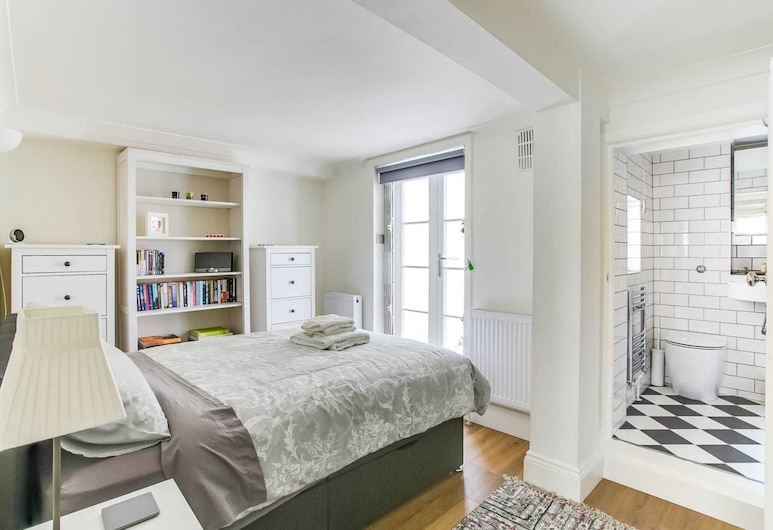 Lovely 1 Bedroom Home W/patio - 4 Guests!, London