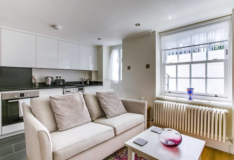 Lovely 1 Bedroom Home W/patio - 4 Guests!, London, Wohnzimmer