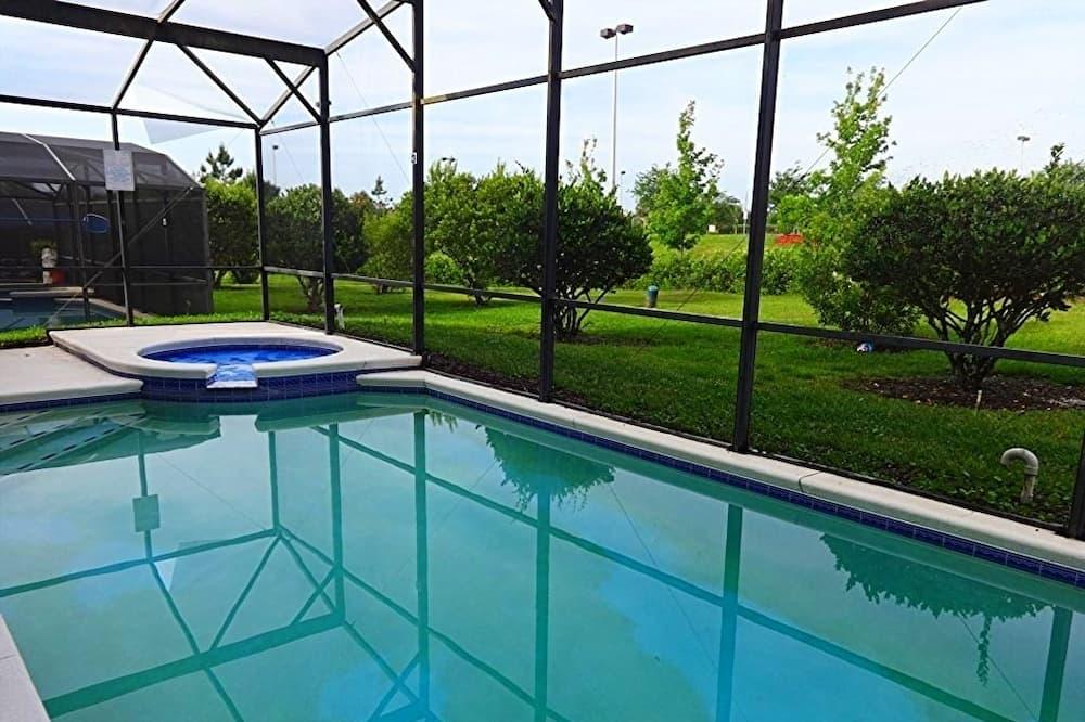 Вилла, 5 спален, отдельный бассейн - Терраса/ патио