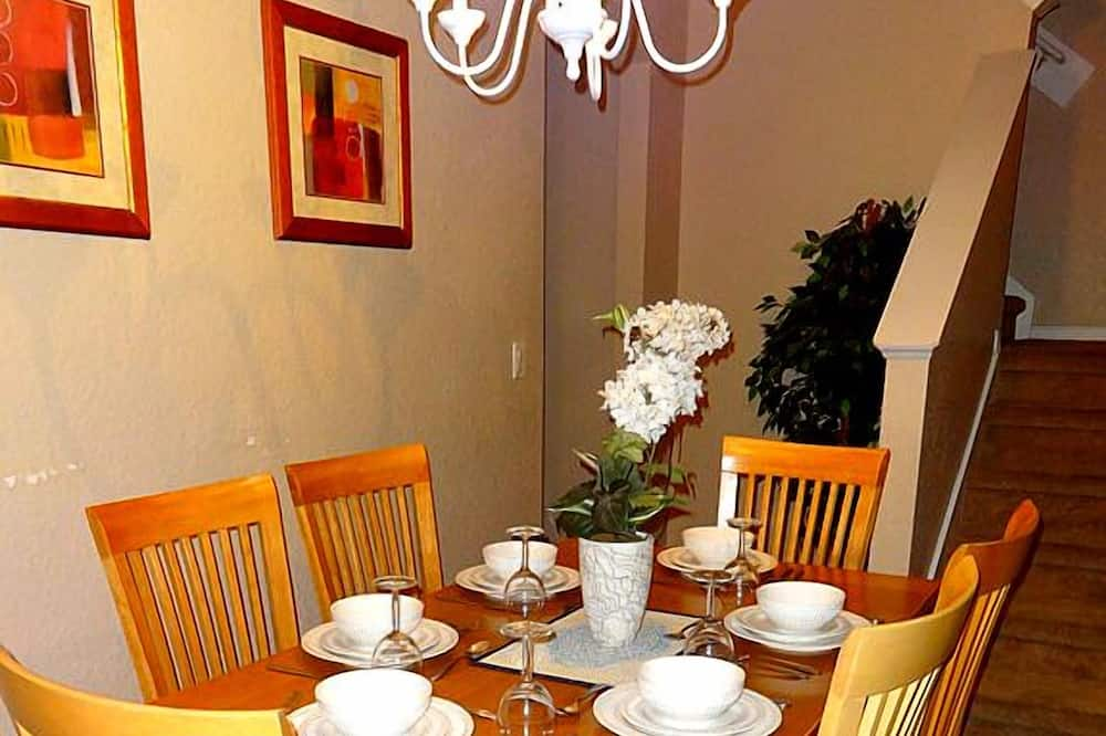 Townhome, 4 Bedrooms, Kitchen - In-Room Dining