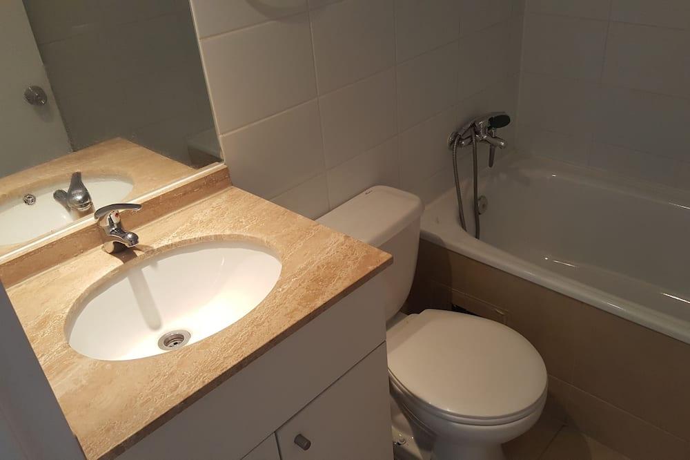 Standard Apartment, 2 Bedrooms - Bathroom
