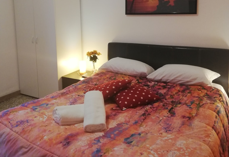 Venice Best Vacation, Mestre, Deluxe Double Room, 1 King Bed, Shared Bathroom, City View, Guest Room