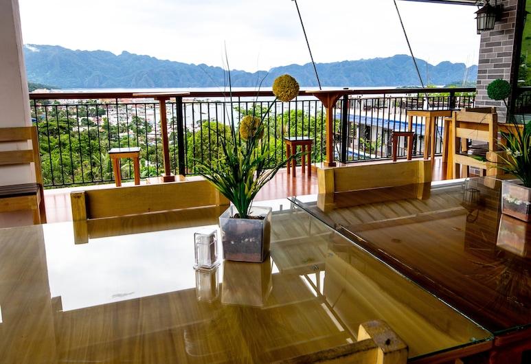 Skylodge Resort, Coron, Restauration en terrasse