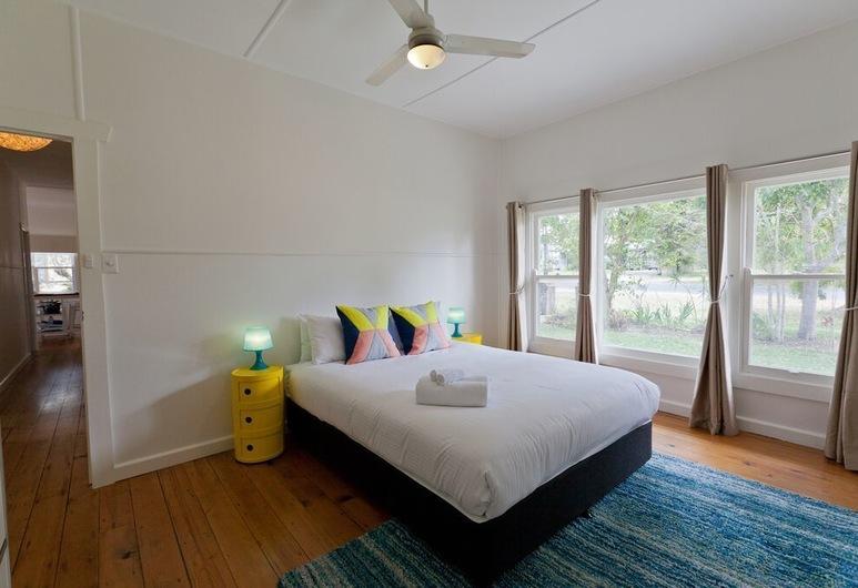 Charlie's Beach House, Byron Bay, Hus - 3 soveværelser - handicapvenligt - ikke-ryger (2 Queen, 1 Tri-bunk), Værelse