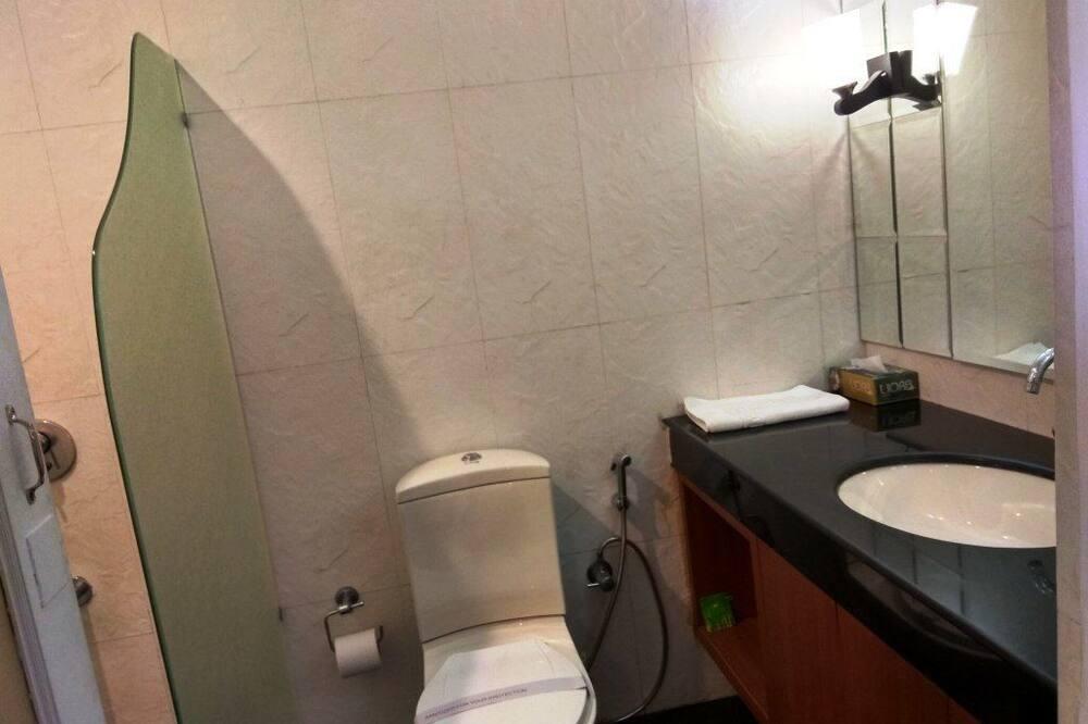 Deluxe Room, 1 King Bed, Valley View - Bathroom